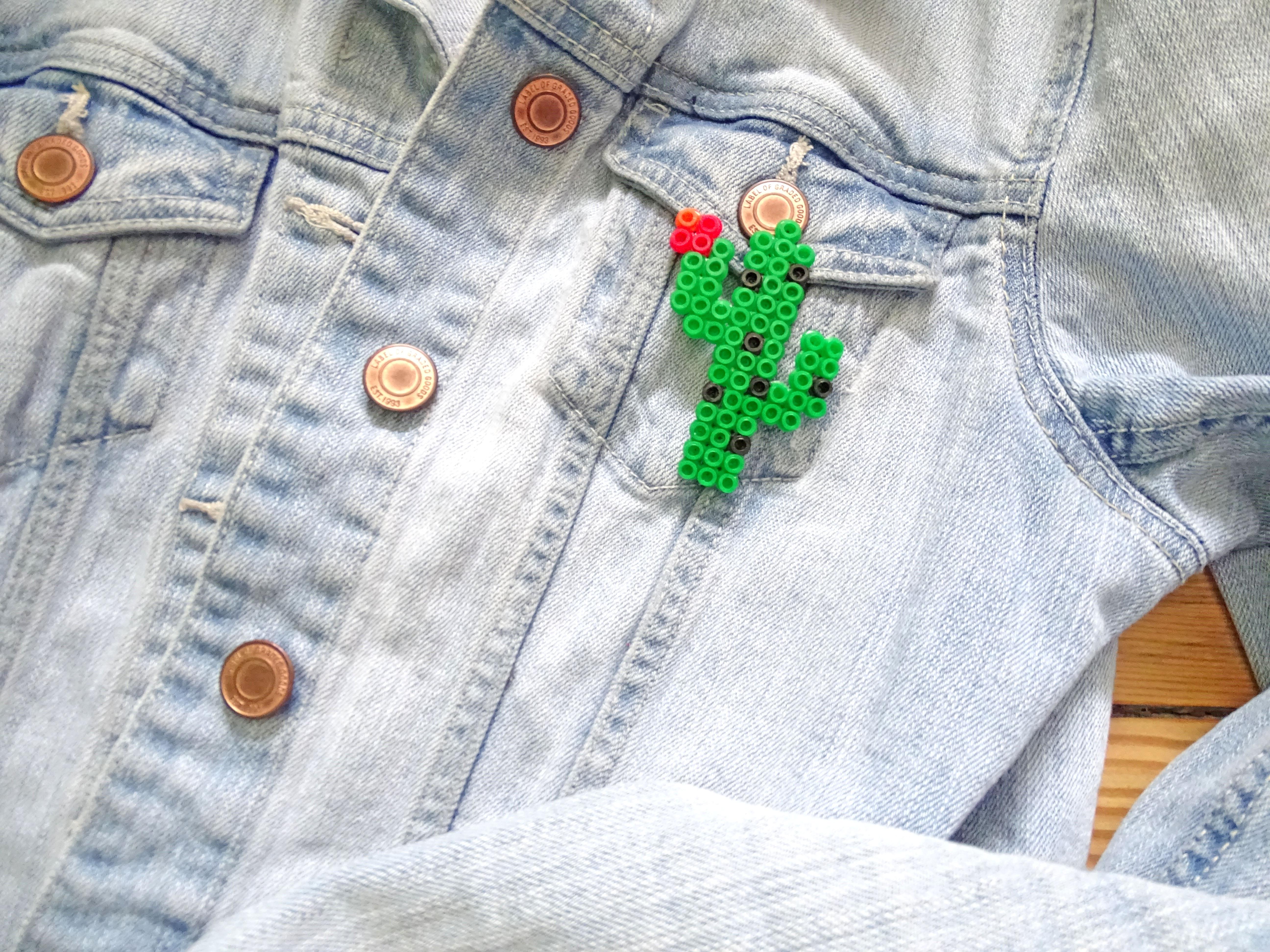 Kaktus Ansteckbrosche aus Bügelüperlen selber machen