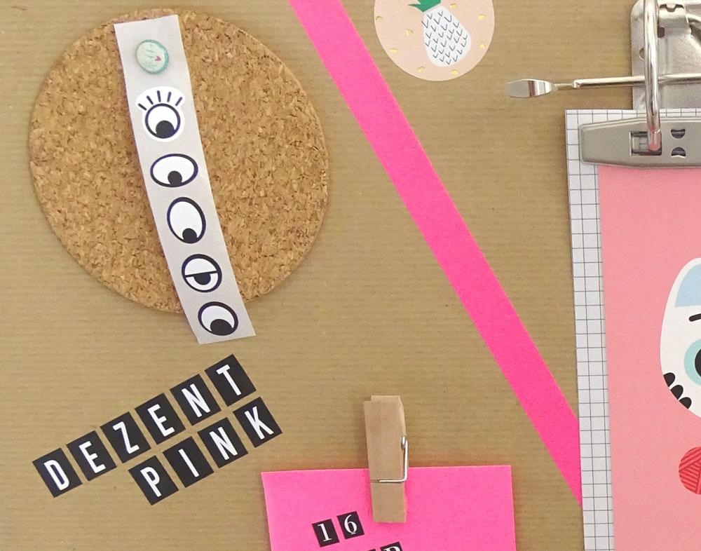 Schreibtisch Pinnwand Utensilo Detail Korkuntersetzer