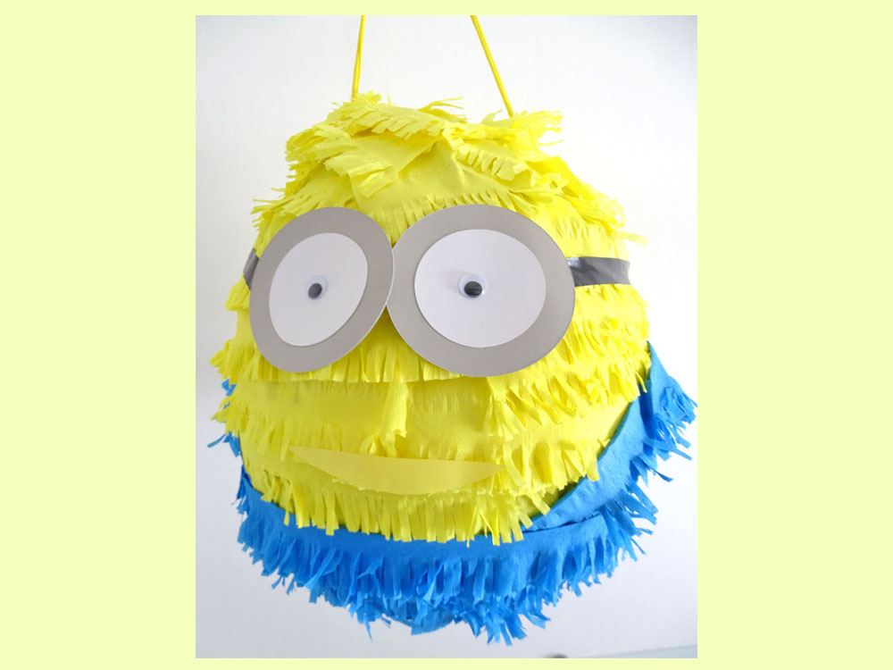 sollen wir eine lustige minions pinata basteln dezentpink diy ideen f r kinder. Black Bedroom Furniture Sets. Home Design Ideas
