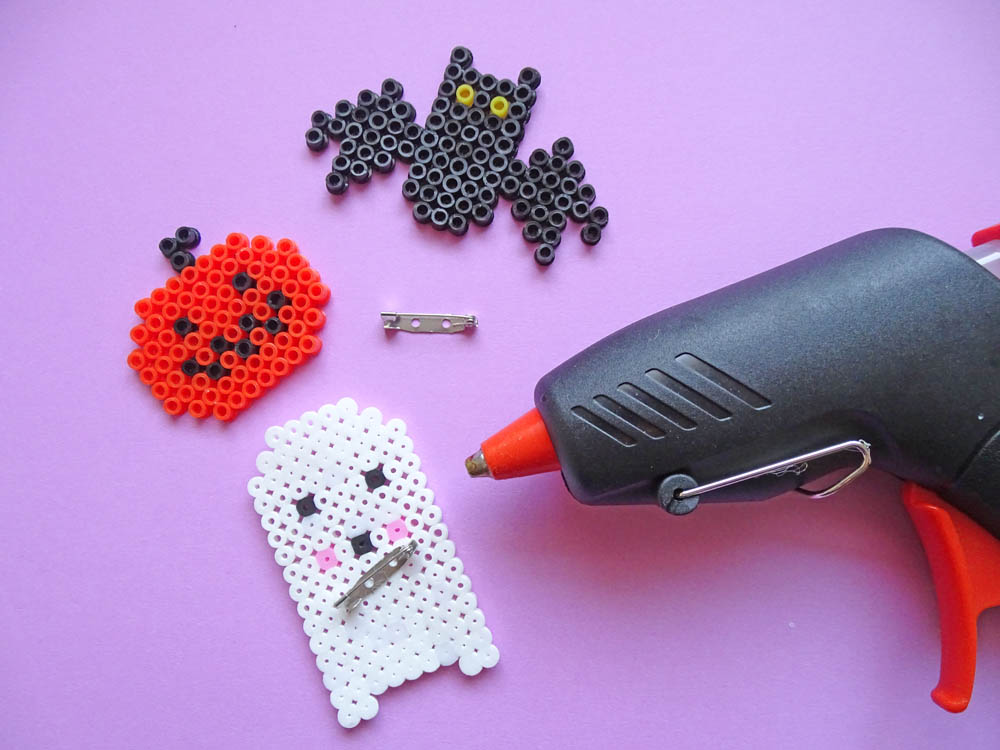 Halloween Party Einladung mit Bügelperlen Brosche