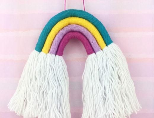 Regenboge aus Wollsträngen