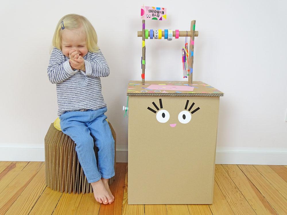 ein ziehharmonika hocker aus pappe inkl basteltisch dezentpink diy ideen f r kinder. Black Bedroom Furniture Sets. Home Design Ideas