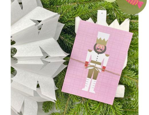 Papiersterne und Postkarten fürs Seniorenheim